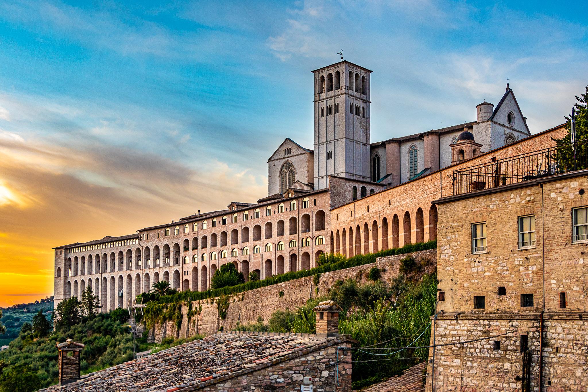 Basilica di San Francesco d'Assisi al Tramonto